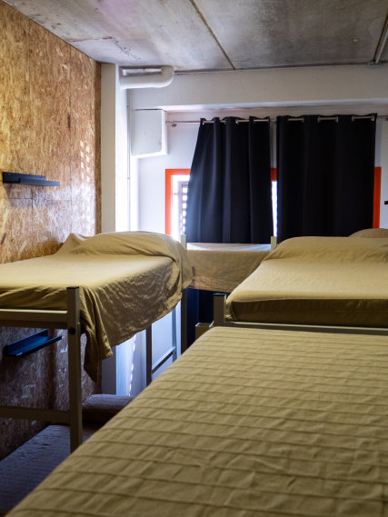 Shared room with 8 beds