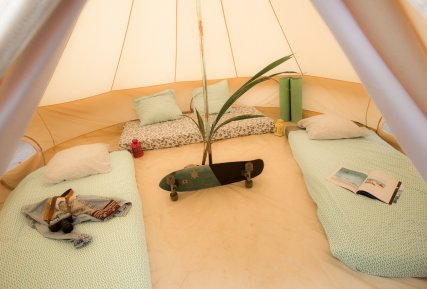 Shared tent for 3 surfers