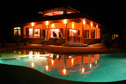 Enjoy the swimming pool and the open air lanais day or night!