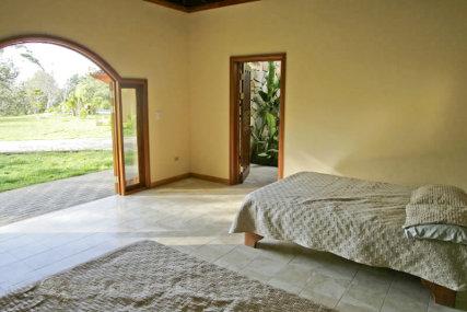 Roomy Cabina that sleeps 4.