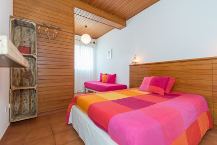 Comfortable double with a double bed, private bathroom and a nice garden view.