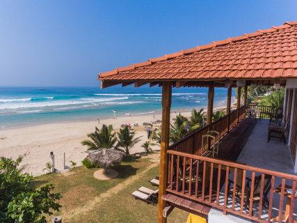Beautiful sea view rooms with a clear view of Kabalana main point (A frame) The beach breake and fishermen sticks