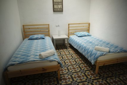 we offer rooms with 2 single beds