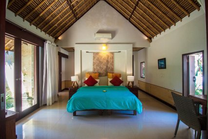 Air conditioned room with private bathroom and outdoor lounge area